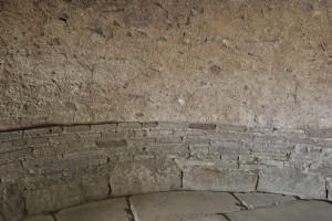 Pompéi - Intérieur du four de la boulangerie I 12, 01-02 - base et amorce de la coupole coulée - A. Gailliot - 2008